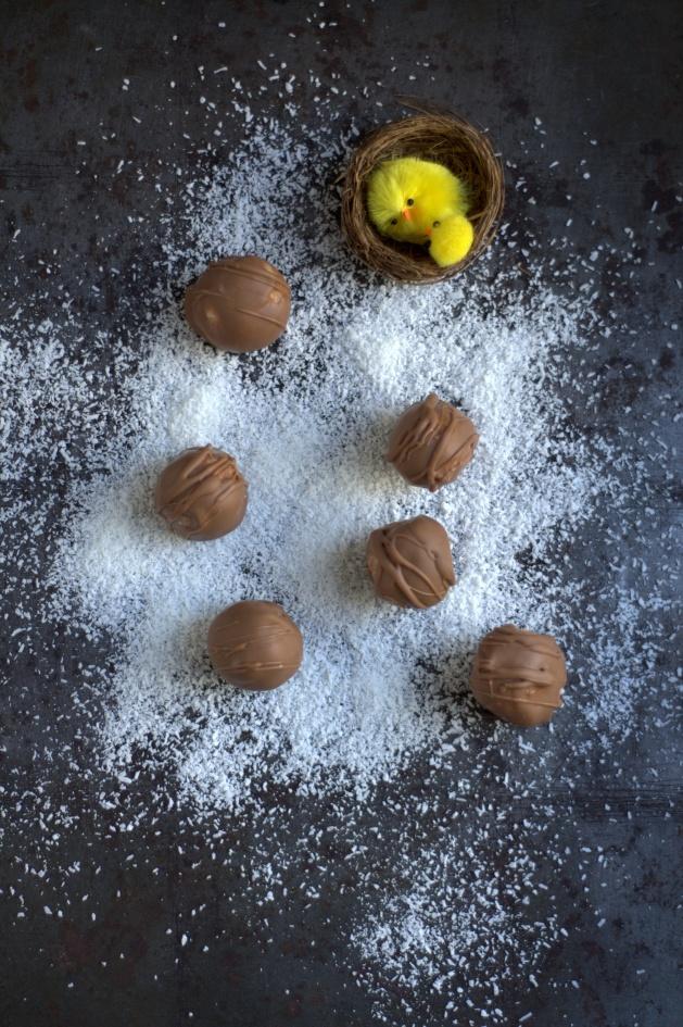 Oeufs en chocolat à la noix de coco
